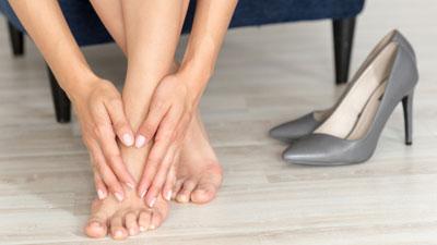 Duzzanat a visszér lábain, Hogyan kezelhető a visszeres láb?